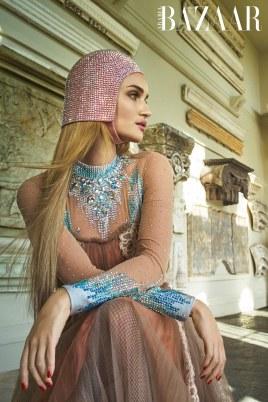 Harpers-Bazaar-Arabia-April-2018-Rosie-Huntington-Whiteley-Mariano-Vivanco-6 (1)