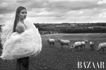 Harpers-Bazaar-Arabia-April-2018-Rosie-Huntington-Whiteley-Mariano-Vivanco-8