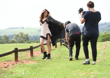 Gisele usa body de renda (R$ 239) da Hope, em making of da nova campanha da marca (Foto:Divulgação)