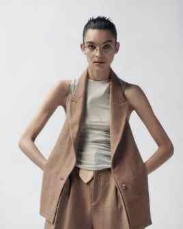 Vogue-Portugal-April-2018-Jess-Cole-Molly-Smith-Branislav-Simoncik-4-818x1024