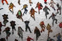 """7. Mocler Conhecida por seus casacos """"puff"""" - tendência máxima no inverno do Hemisfério Norte, a Moncler vem se destacando pela criação de roupas de neve com máxima tecnologia e apelo fashion. Colaborações com desginers como Pierpaolo Piccioli, da Valentino, consolidaram a grife no radar da galera da moda Foto: REUTERS/Tony Gentile/File Photo"""
