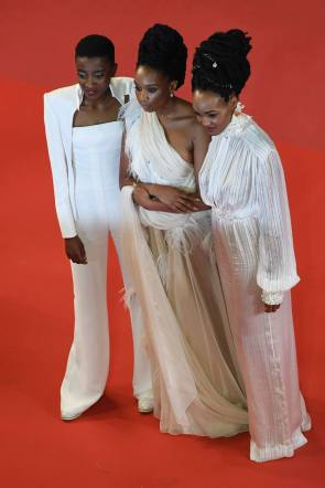 "(FromL) Kenyan actress Samantha Mugatsia, Kenyan director Wanuri Kahiu and Kenyan actress Sheila Munyiva pose as they arrive on May 9, 2018 for the screening of the film ""Rafiki"" at the 71st edition of the Cannes Film Festival in Cannes, southern France. / AFP PHOTO / LOIC VENANCE"