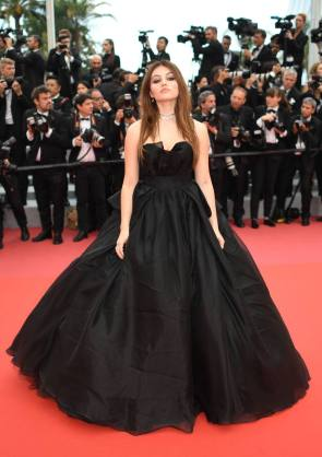 "French model Thylane Blondeau poses as she arrives on May 10, 2018 for the screening of the film ""Sorry Angel (Plaire, Aimer et Courir Vite)"" at the 71st edition of the Cannes Film Festival in Cannes, southern France. / AFP PHOTO / LOIC VENANCE"
