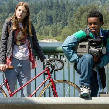 Everything Sucks! Tentando atingir o público jovem, série sobre adolescentes nos anos 1990 deixou muito a desejar e teve a curta trajetória interrompida.