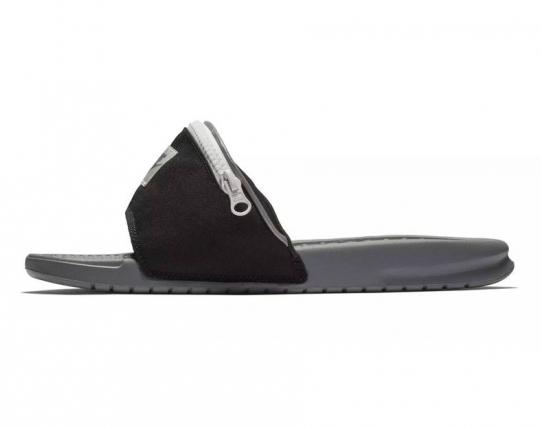 O chinelo tipo slide faz clara referência aos anos 1980 Foto: Divulgação/Nike