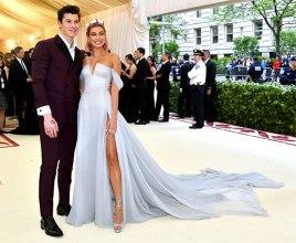 No segundo lugar, o poder de um ídolo pop de apelo adolescente: Shawn Mendes com a namorada Hailey Baldwin usando Tommy Hilfiger