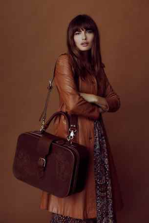 Alyssa-Miller-Limited-2018-Pilgrim-Collection-by-Harper-Smith-14