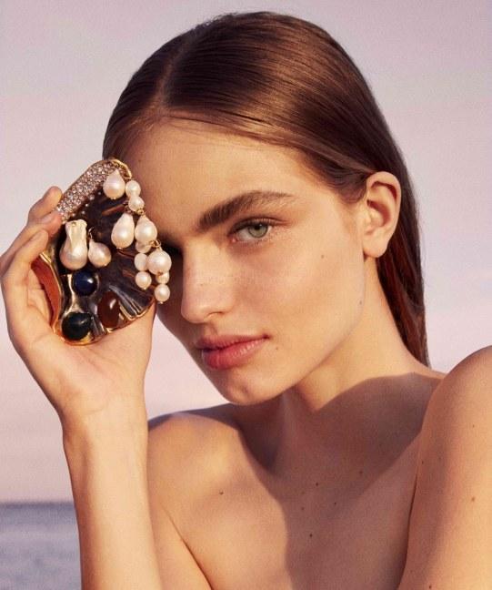 Harpers-Bazaar-Spain-Anna-Mila-Guyenz-Rosa-Copado-4