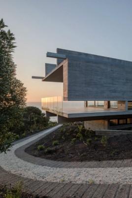 house-h-felipe-assadi-arquitectos-architecture-house-chile_dezeen_2364_col_14-1704x2556 (1)