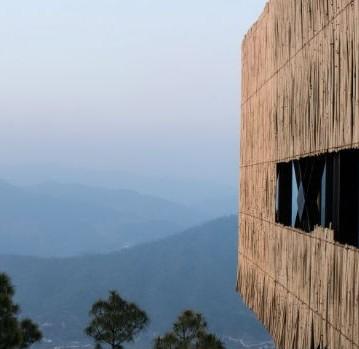 kumaon-hotel-zowa-architecture-hotels-india-mountains_dezeen_hero-1-852x479_ExqfuRN