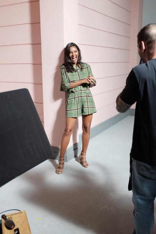 A modelo Emanuela de Paula brilha no making of da nova campanha da Bebecê. (Renata Moraes/Divulgação)