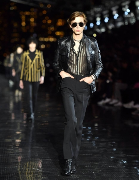 O verão 2019 da Saint Laurent por Anthony Vaccarello Foto: Angela Weiss/ AFP Photo