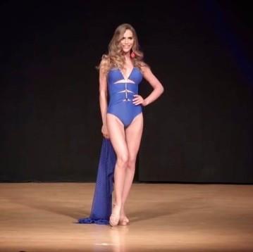Angela Ponce, em premiação do Miss Espanha (Foto: Divulgação/ Facebook)