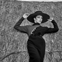 Bella-Hadid-for-Vogue-Mexico-July-2018-Chris-Colls-14