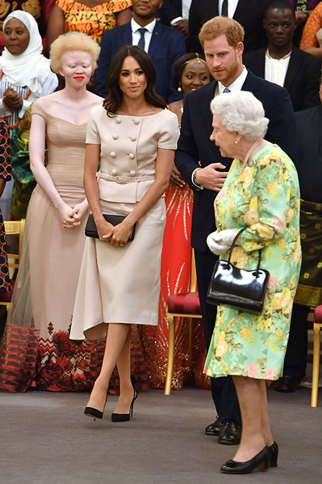 meghan-smiles-at-the-queen-a.jpg