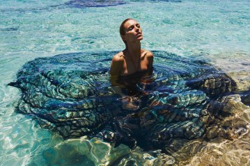 Porter-Magazine-Summer-Escape-2018-Anja-Rubik-Mario-Sorrenti-1
