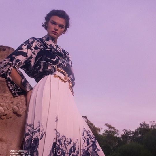Vogue-Japan-Cara-Taylor-Emma-Summerton-5