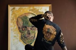 As pinturas do artista holandês viraram estampa de camisetas, tênis, jaquetas e bonés Foto: Divulgação/Vans