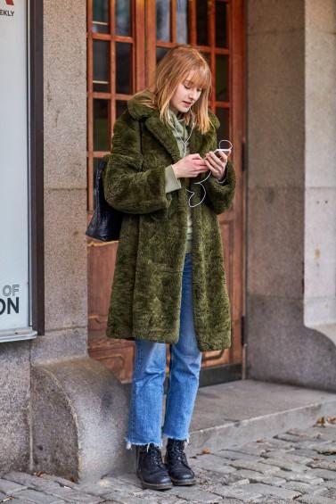 como-usar-casaco-felpudo-ou-de-pelc3bacia-19