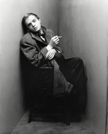 Da série de retratos com nomes fundamentais das artes e da cultura: Truman Capote, em Nova York, de 1948 Foto: Irving Penn/The Irving Penn Foundation