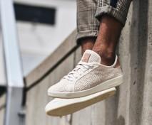 O tênis é feito com tecido de algodão, sola de derivado de milho e a palmilha feita de óleo de mamona