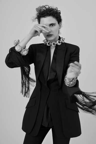 Harpers-Bazaar-Russia-September-2018-Iana-Godnia-Agata-Pospieszynska-4