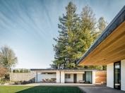 modern-house-exterior-glass-sliding-doors-bedroom