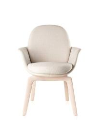 Cadeira Satti, do designer Jader Almeida, para a Sollos, tem forma anatômica de concha. Pode ser estofada em couro ou tecido. www.sollos.ind.br Foto: Sollos