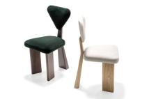 Cadeira de jantar estofada e inspirada nas formas da Girafa, possui estrutura de três apoios, configuração diferente do formato tradicional. Da designer mineira Juliana Vasconcellos, para a Arti. Tel.: (54) 3291-1044 Foto: Arti