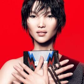 Zhi é descrita como chinesa, cheia de estilo. Ela tem um corte de cabelo bem curtinho e uma vibe rock n' roll!