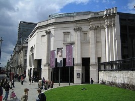 Sainsbury Wing, extensão da National Gallery, em Londres (1991)