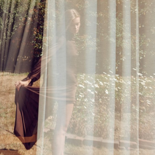 Anna-Jagodzinska-Costume-Magazine-Olivia-Frolich-5