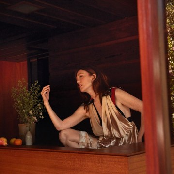Julianne-Moore-Porter-Magazine-Camilla-Akrans-2
