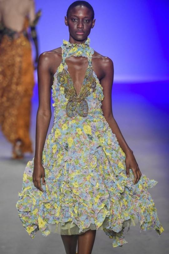 Modelo apresenta criação de Lino Villaventura na São Paulo Fashion Week Foto: Agência Fotosite/Divulgação