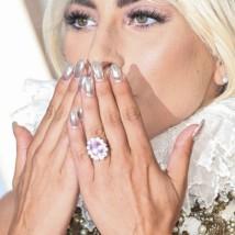 Você curte anel colorido para noivados?