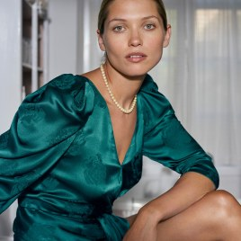 Hana-Jirickova-Costume-Magazine-Olivia-Frolich-13
