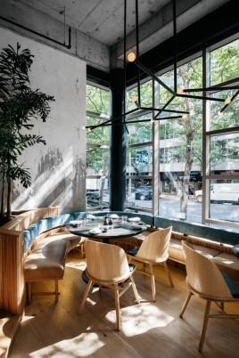 restaurante_japones_em_montreal_aposta_no_uso_de_materiais_naturais_2