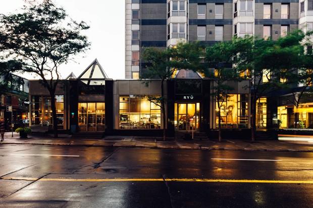 restaurante_japones_em_montreal_aposta_no_uso_de_materiais_naturais_4
