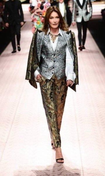Carla Bruni para a Dolce & Gabbana | MIGUEL MEDINA / AFP