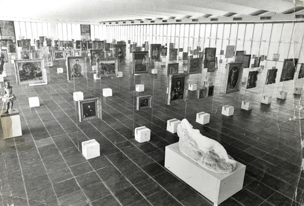 vista_interna_da_pinacoteca_do_masp_em_1969_-_arquivo_do_centro_de_pesquisa_do_masp